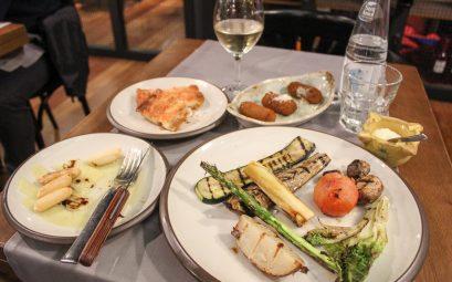 (Vegetarian) Tapas for Lunch in Barcelona at Mussol Aragó near Casa Battlo