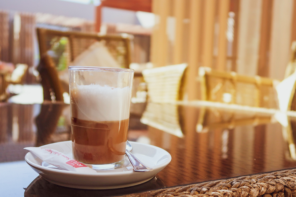 Nous Nous, the moroccan coffee drink you need to order in Morocco