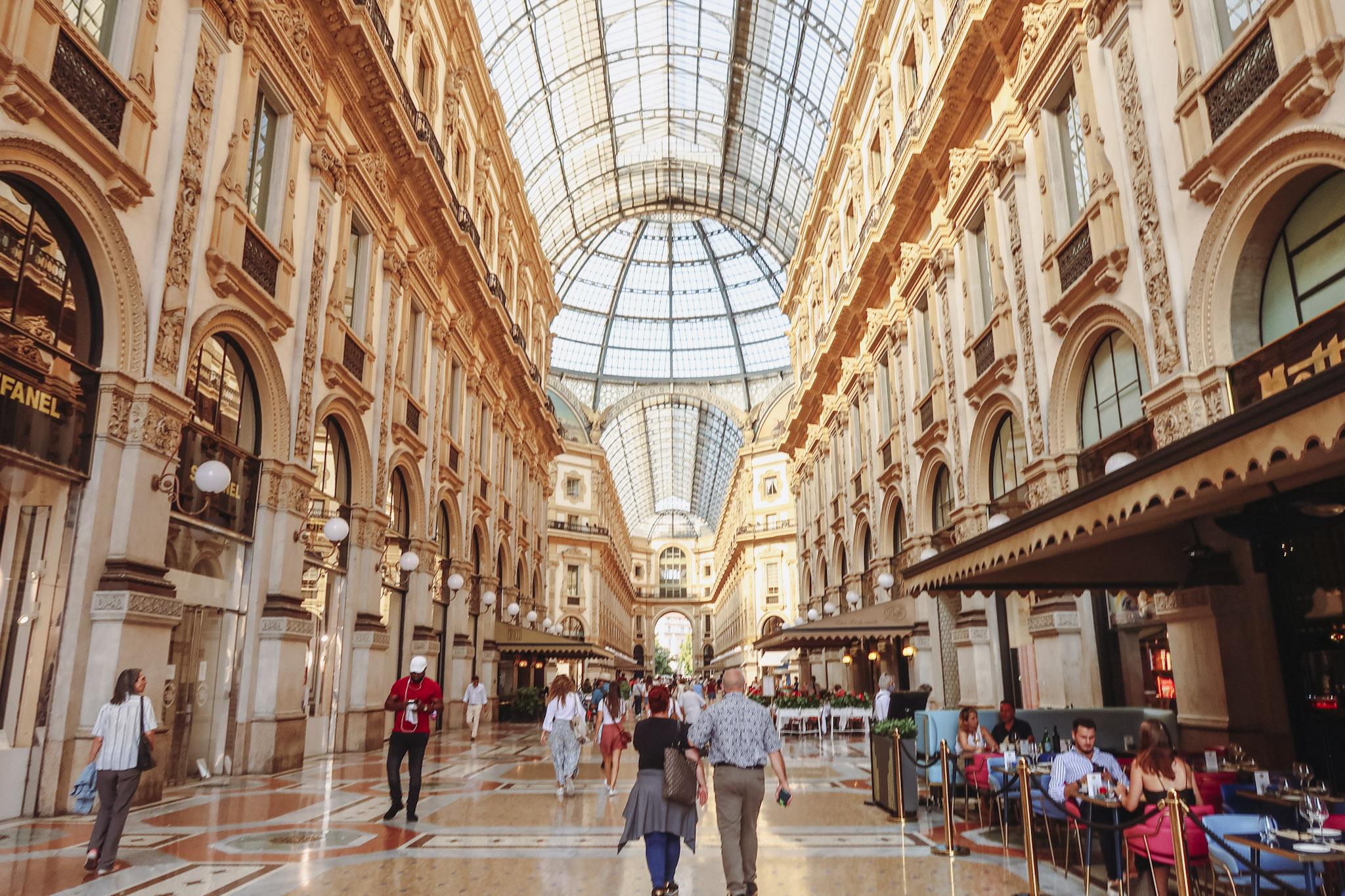 History of Galleria Vittorio Emanuele II next to the Duomo in Milano